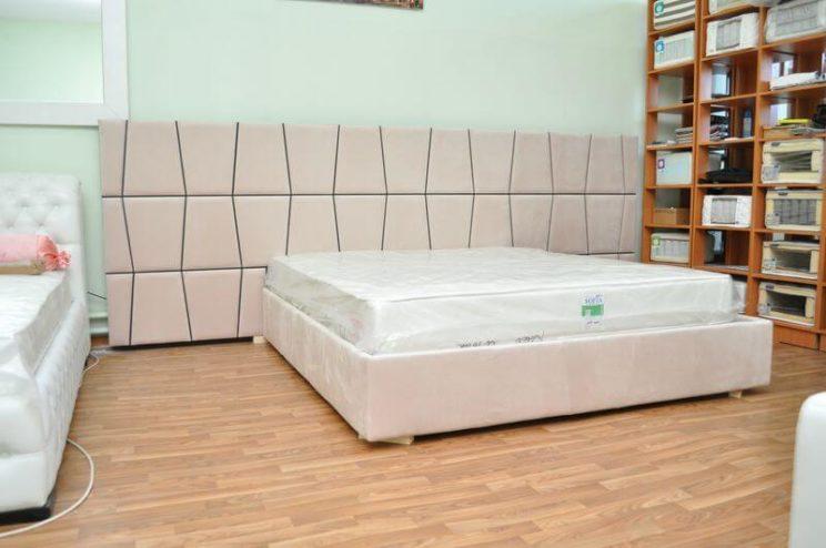 кровать в спальню с широкой спинкой Верона
