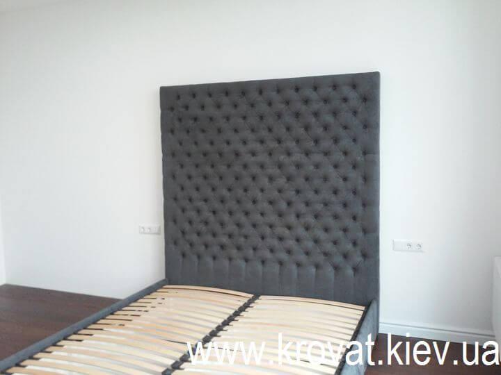 ліжко з каретною стяжкою