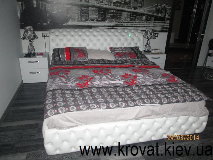 кровати с пуговицами