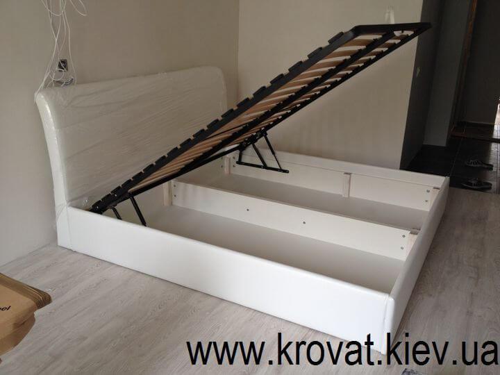 ліжко для маленької спальні з підйомним механізмом