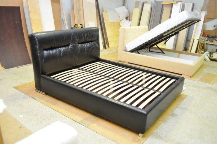 ліжко Марсель з м'якою спинкою на замовлення