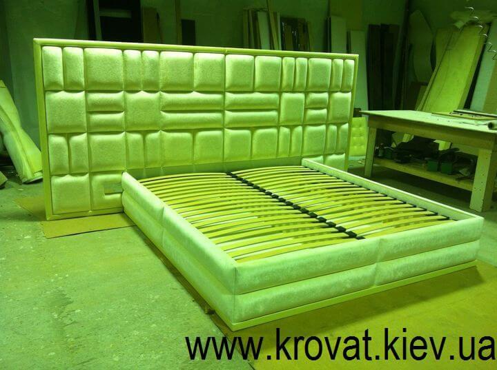 кровать с широкой спинкой на заказ
