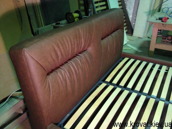 кровать из кожзама
