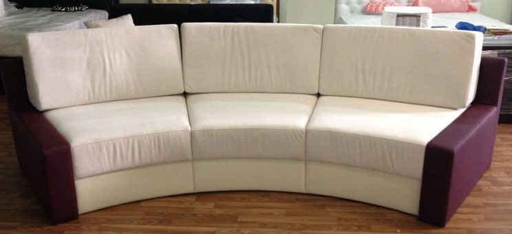 напівкруглий диван