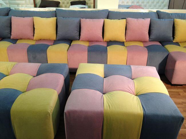 диван з подушками