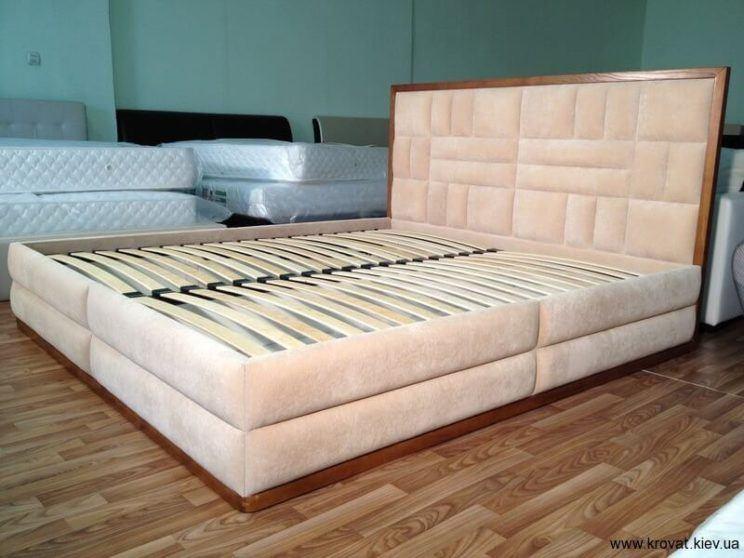 изголовье кровати в виде квадратов