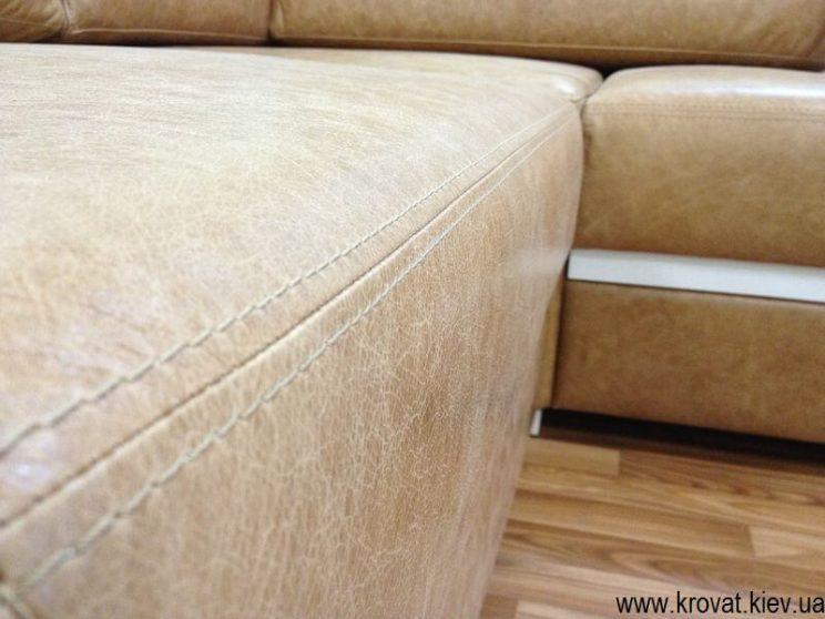 диван в гостиную в коже