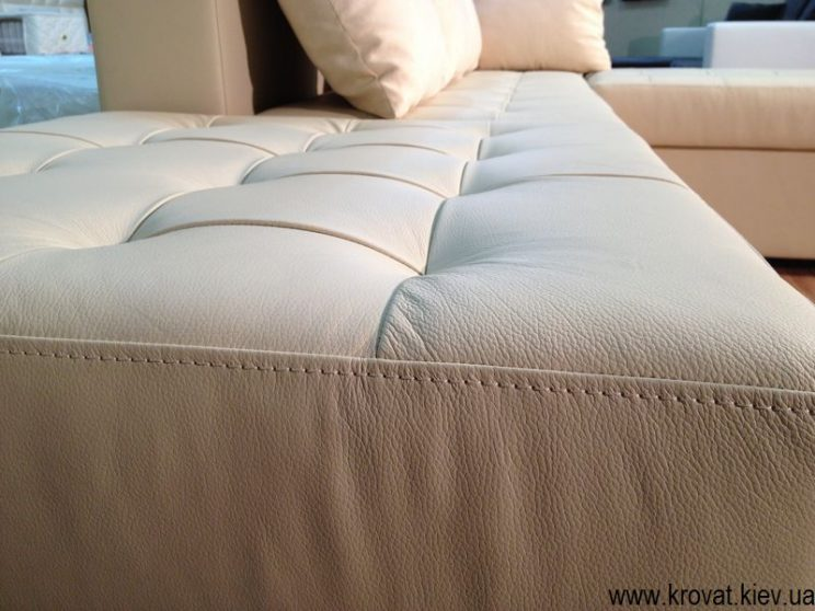 виробництво диванів в шкірі