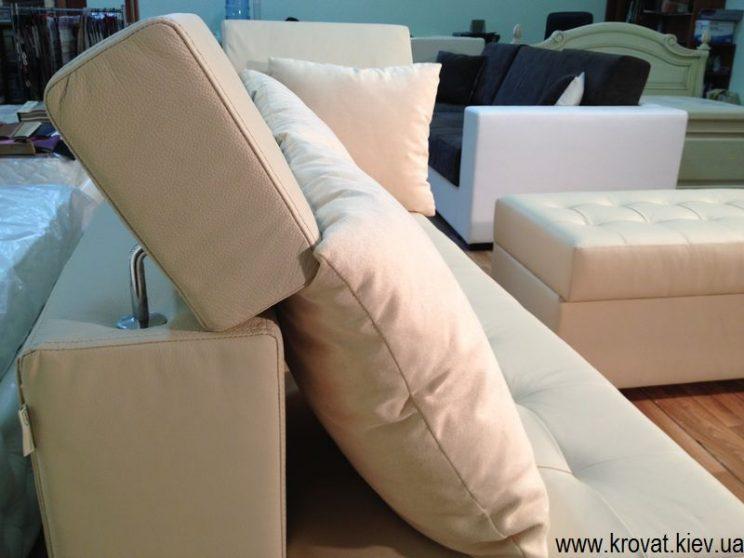 диван с подголовниками
