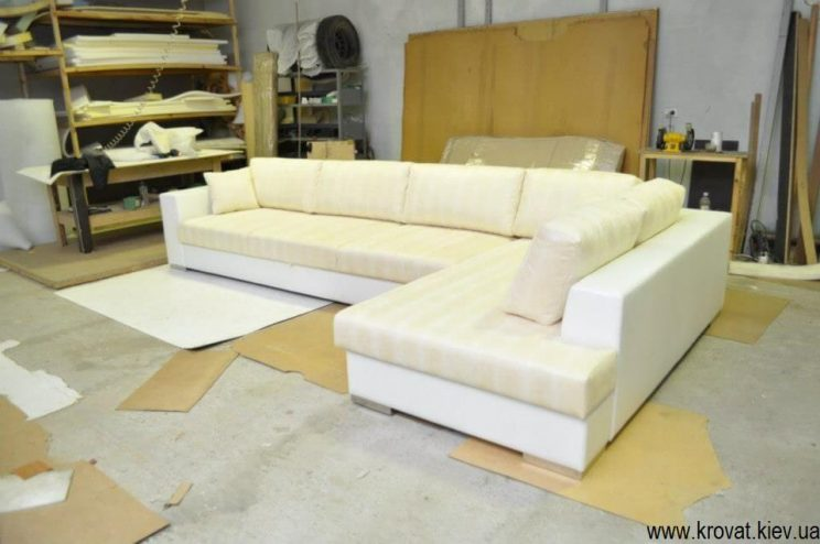 кутовий диван в білому кольорі на замовлення
