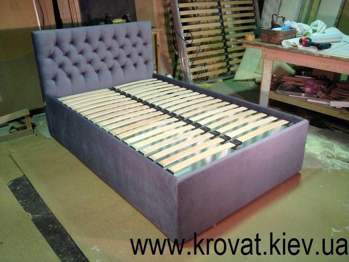 високе двоспальне ліжко