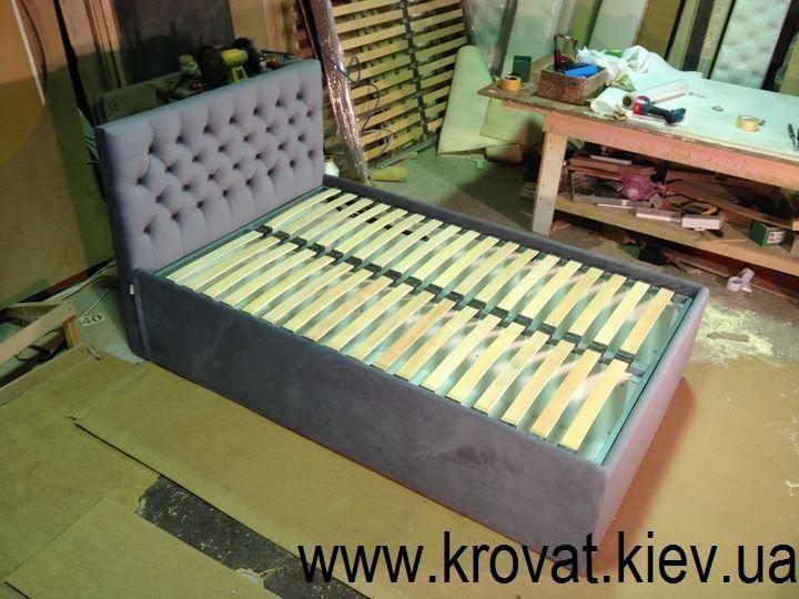 ввисокі ліжка