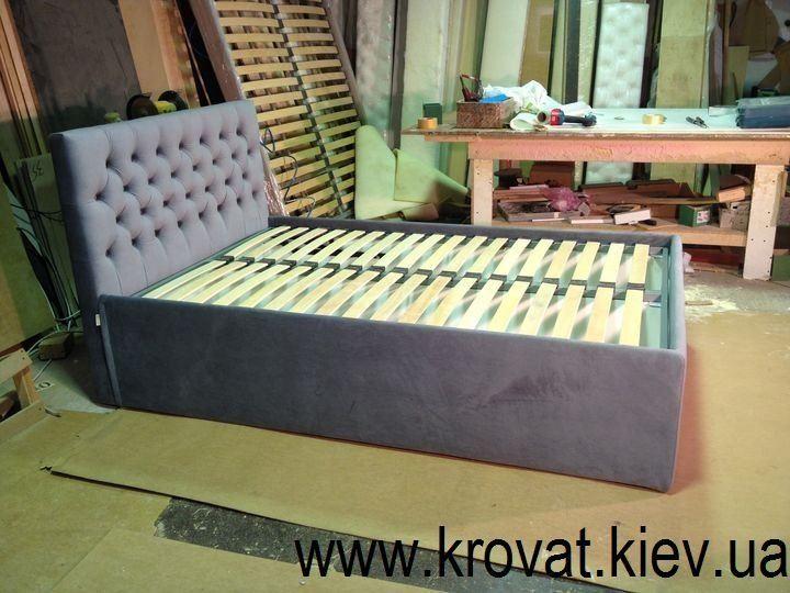 высокая кровать с подъемным механизмом