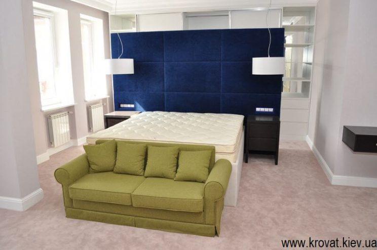 диван в спальню