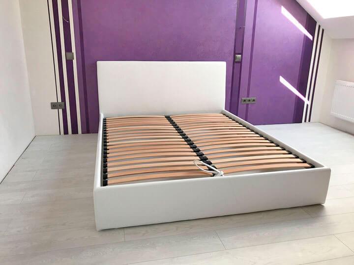 двуспальная кровать из кожи на заказ