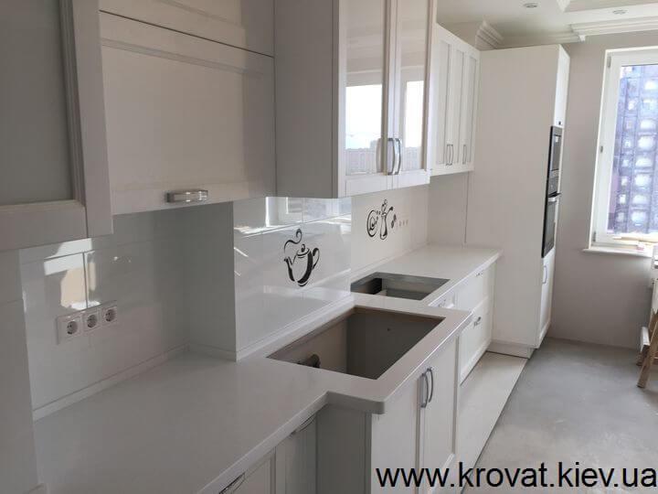 белая кухня с крашенными фасадами