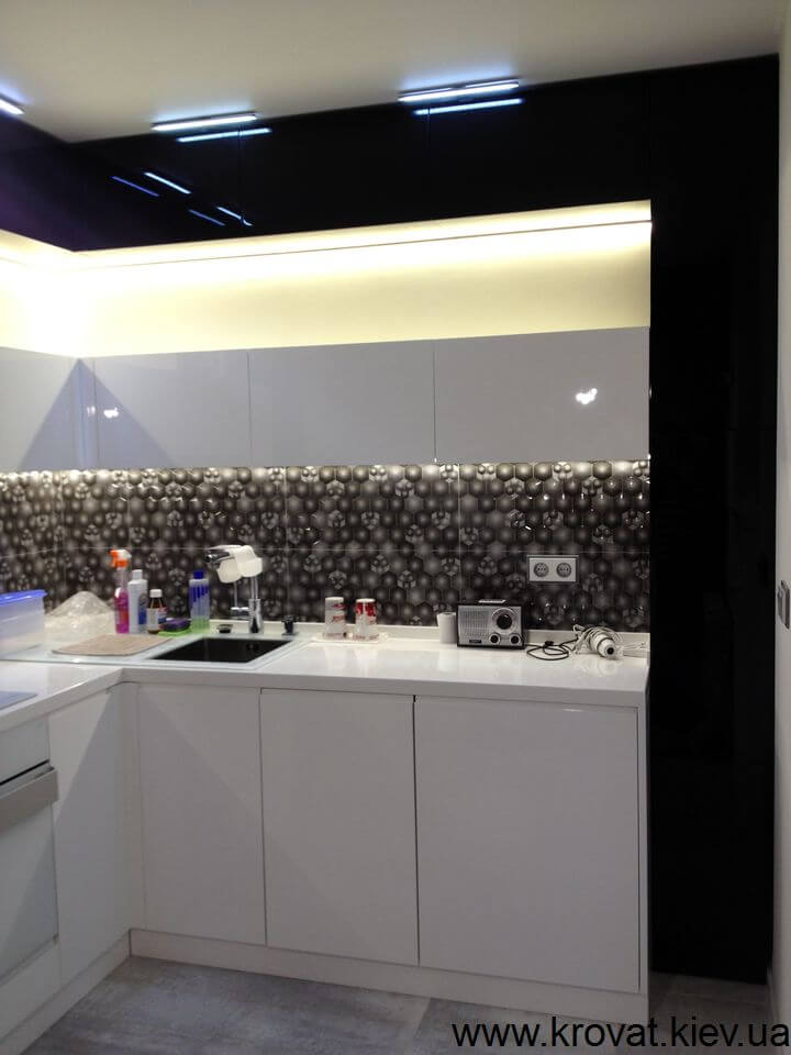 черно-белая кухня какой фартук