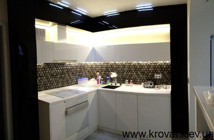черно белая кухня в хрущевке