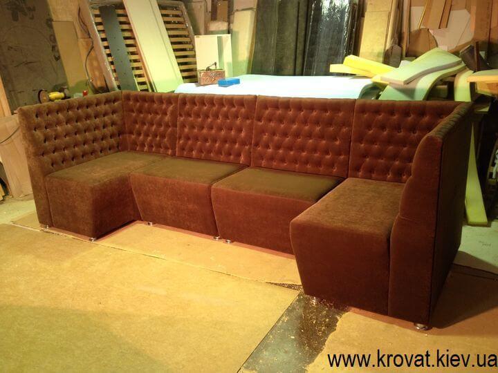 Модульный диван в кафе буквой П