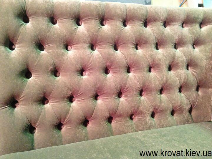 диван в кафе с капитоне