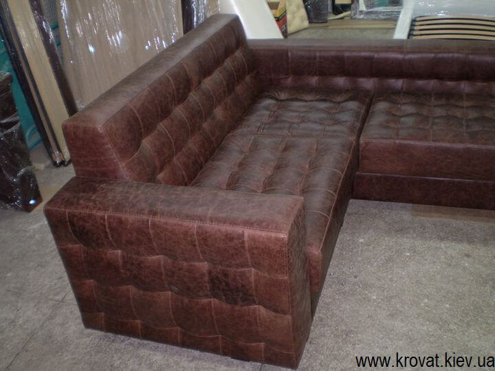 диван в кафе из кожи
