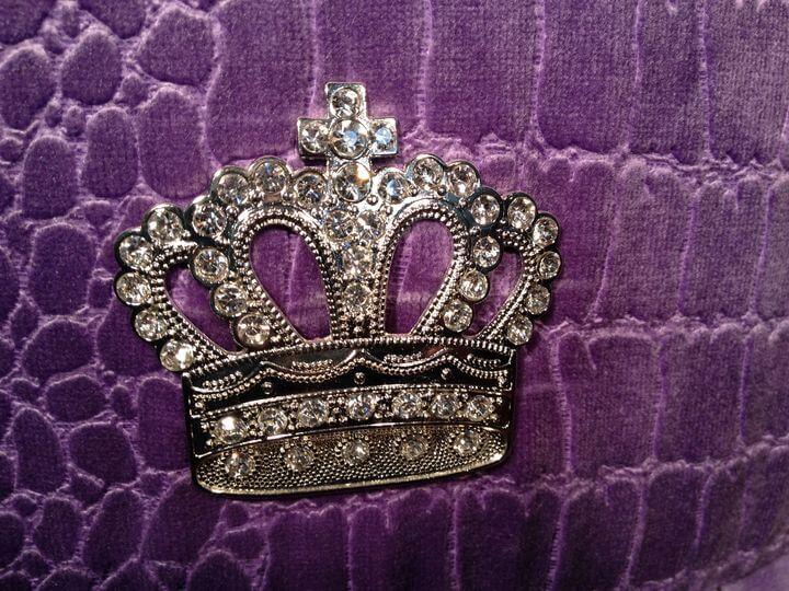 элемент Шанель корона