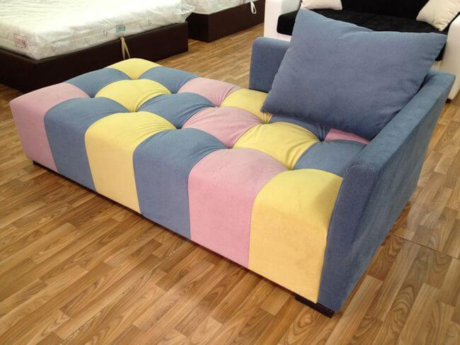 диван для відпочинку в кімнату