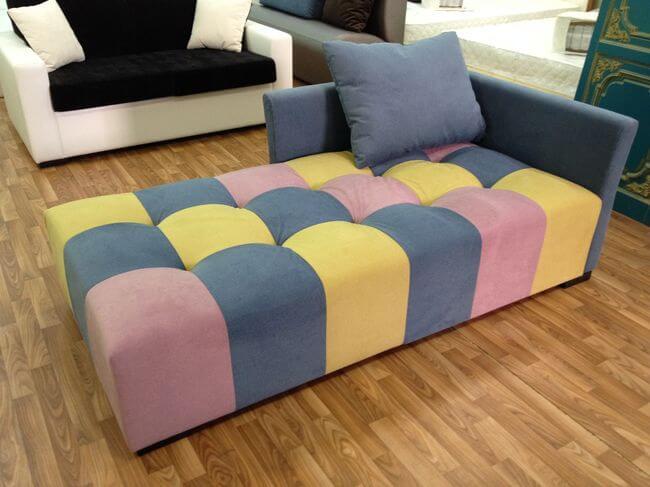 диван с квадратами