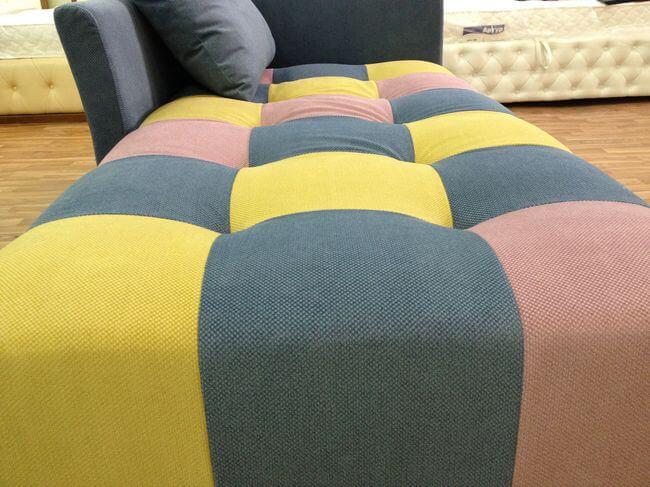 диван в кімнату відпочинку