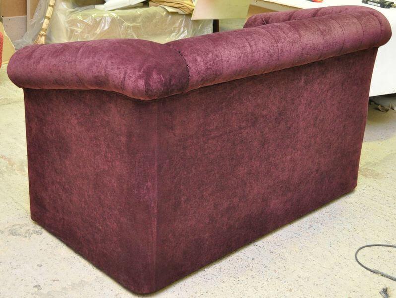 диваны с подушками для кафе