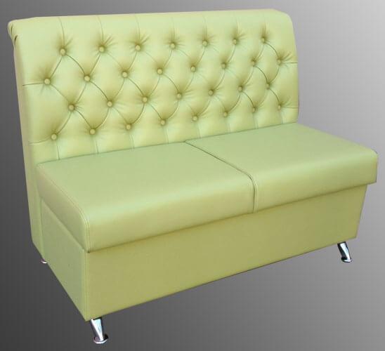 диван в кафе с пуговицами