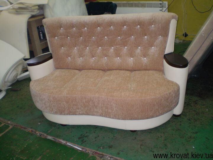 заказной диван с пуговицами