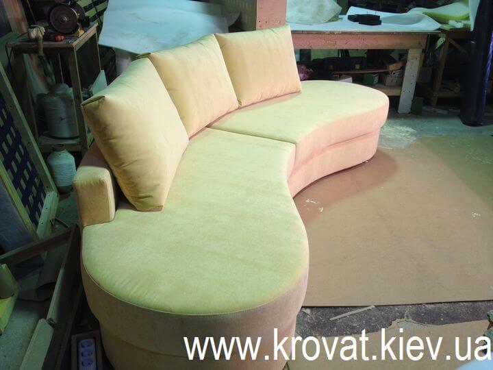 радіусний диван