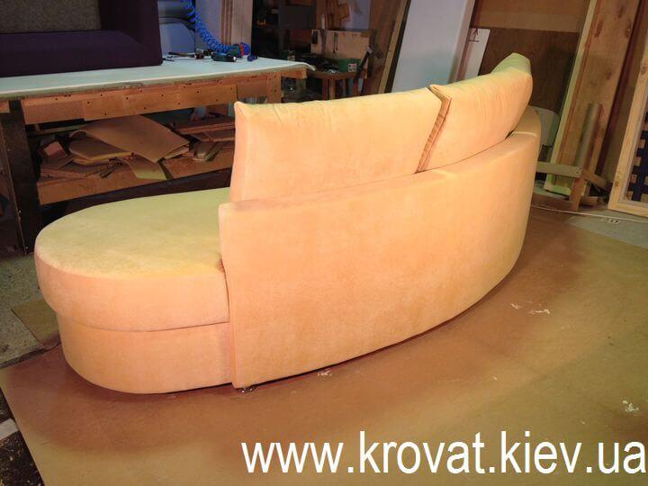 Напівкруглий диван на кухню