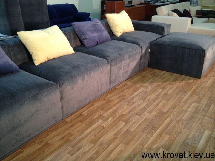диван с пуфом в стиле лофт