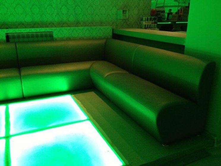 заказные диваны в клуб