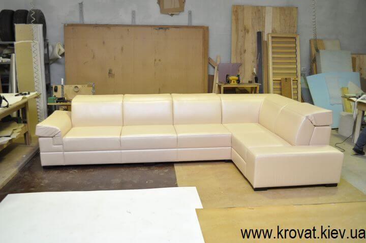 Угловой диван с подголовниками на заказ
