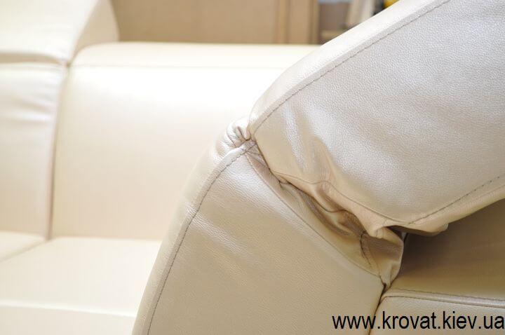 диван з підголовниками в шкірі