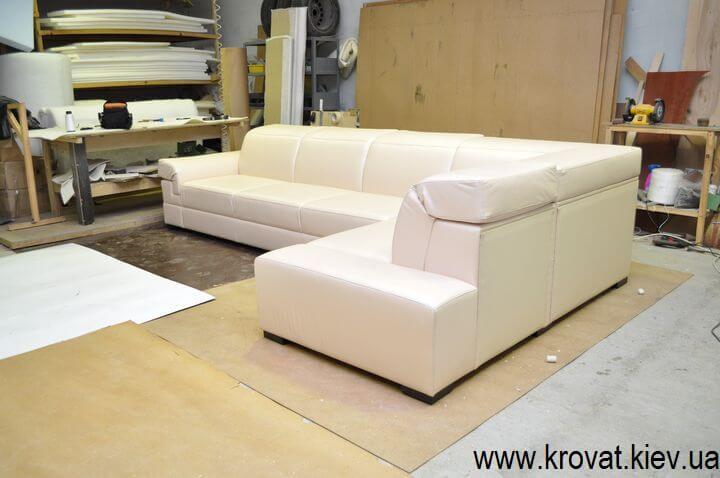 диван з регулюючими підголовниками