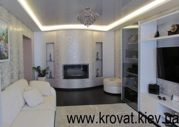 дизайн интерьера гостиной с белой стенкой на заказ