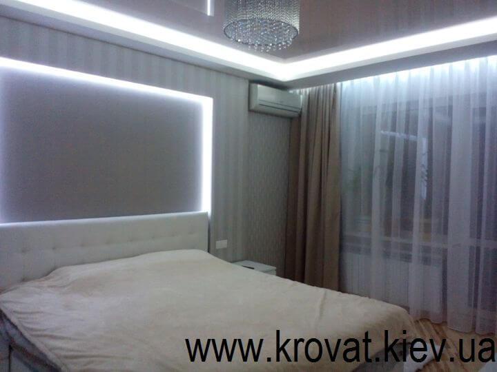 інтер'єр спальні в білому кольорі