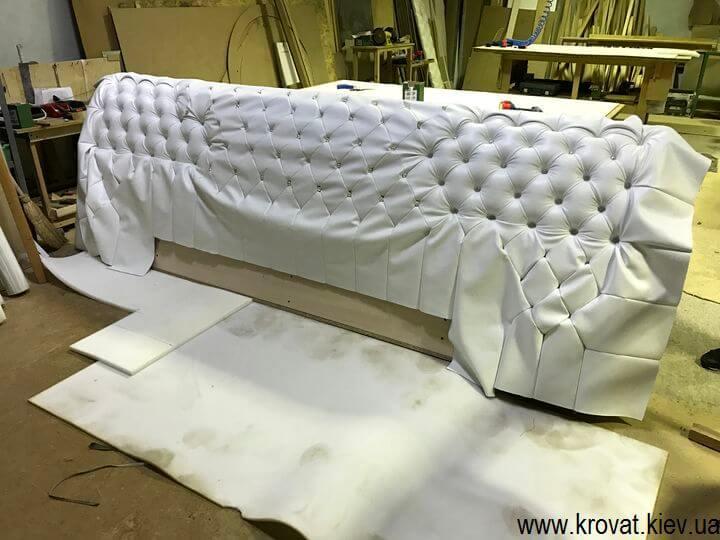 фабрика кроватей с широкой спинкой