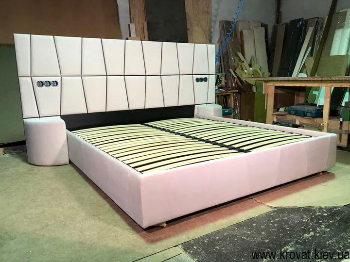 фабрика кроватей с пуфами