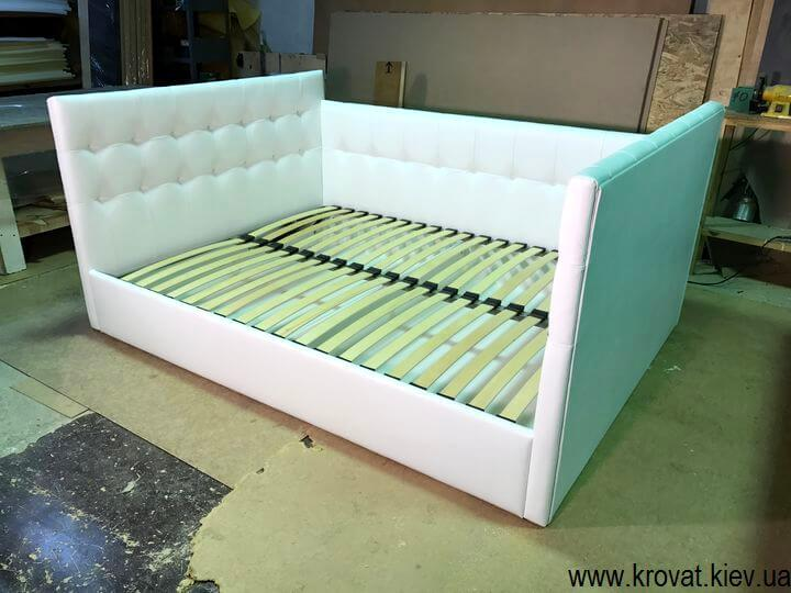 фабрика кроватей с тремя спинками