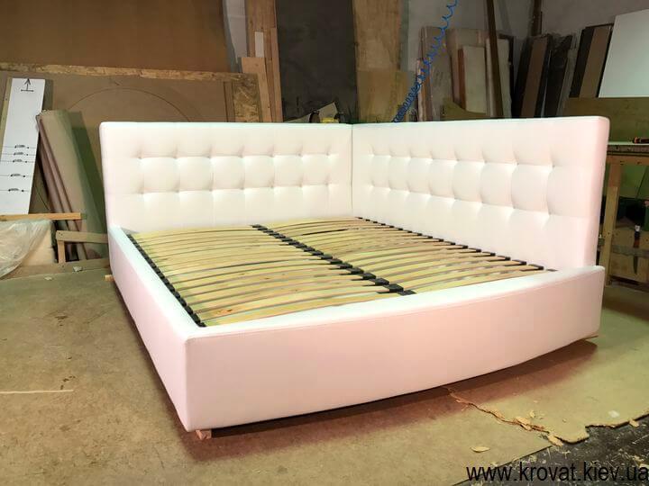 фабрика кроватей с двумя спинками