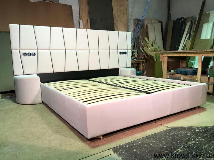изготовление кроватей с пуфами по фото