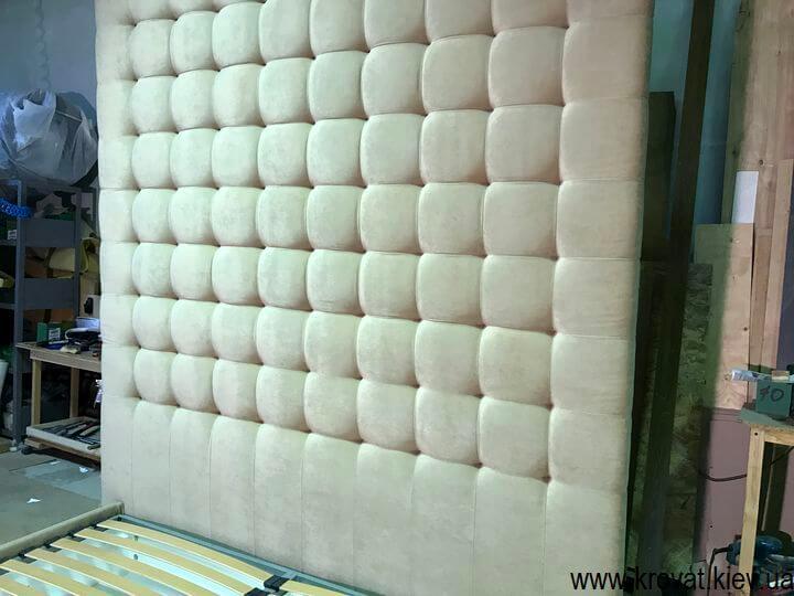 изготовление кроватей с высокой спинкой по фото