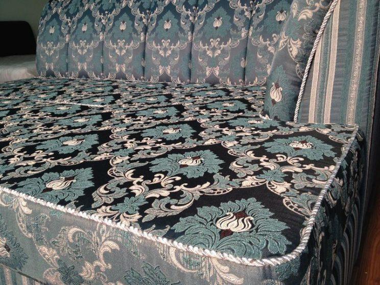декор на классический диван