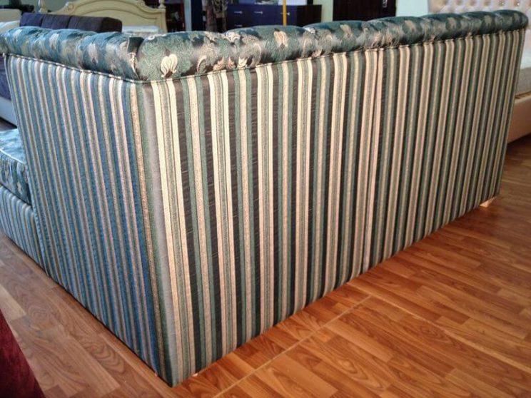 диван в тканині