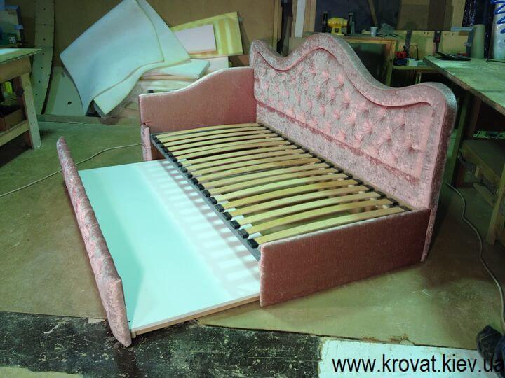 кровать для девочки с пуговицами на заказ